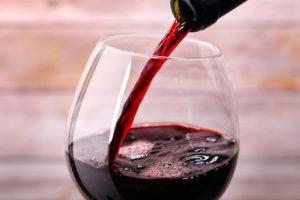 Na imagem, o vinho tinto para harmonizar com chocolates;